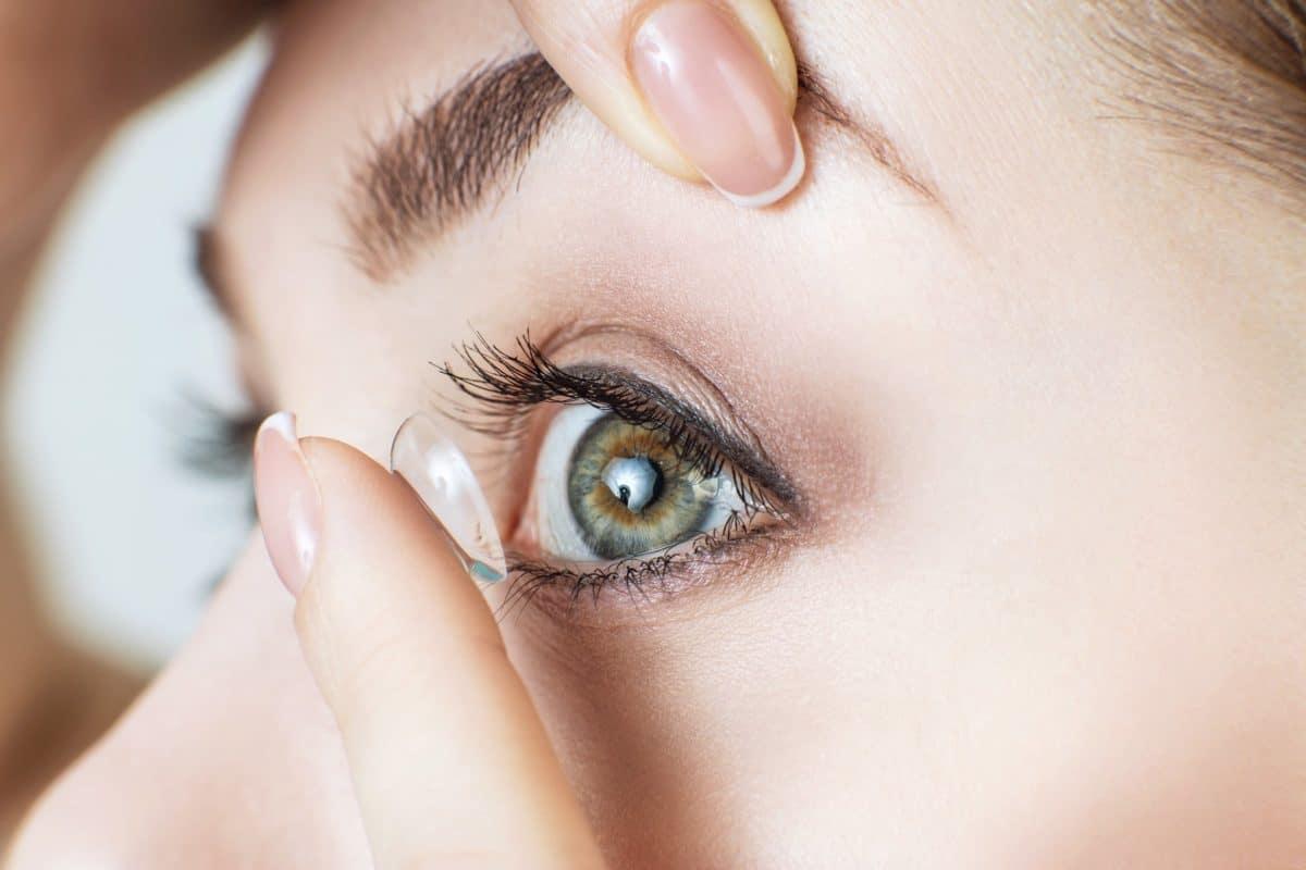 Jahreslinsen einsetzen / Jahreskontaktlinsen einsetzen