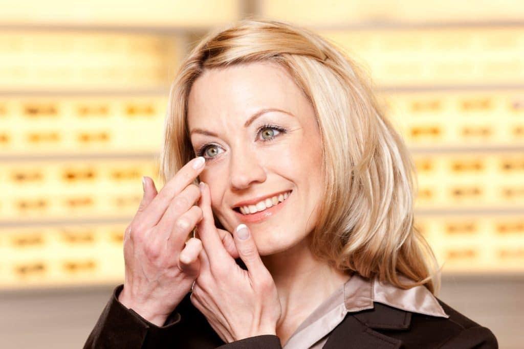 Kontaktlinsen-Training – Kontaktlinsen einsetzen und herausnehmen