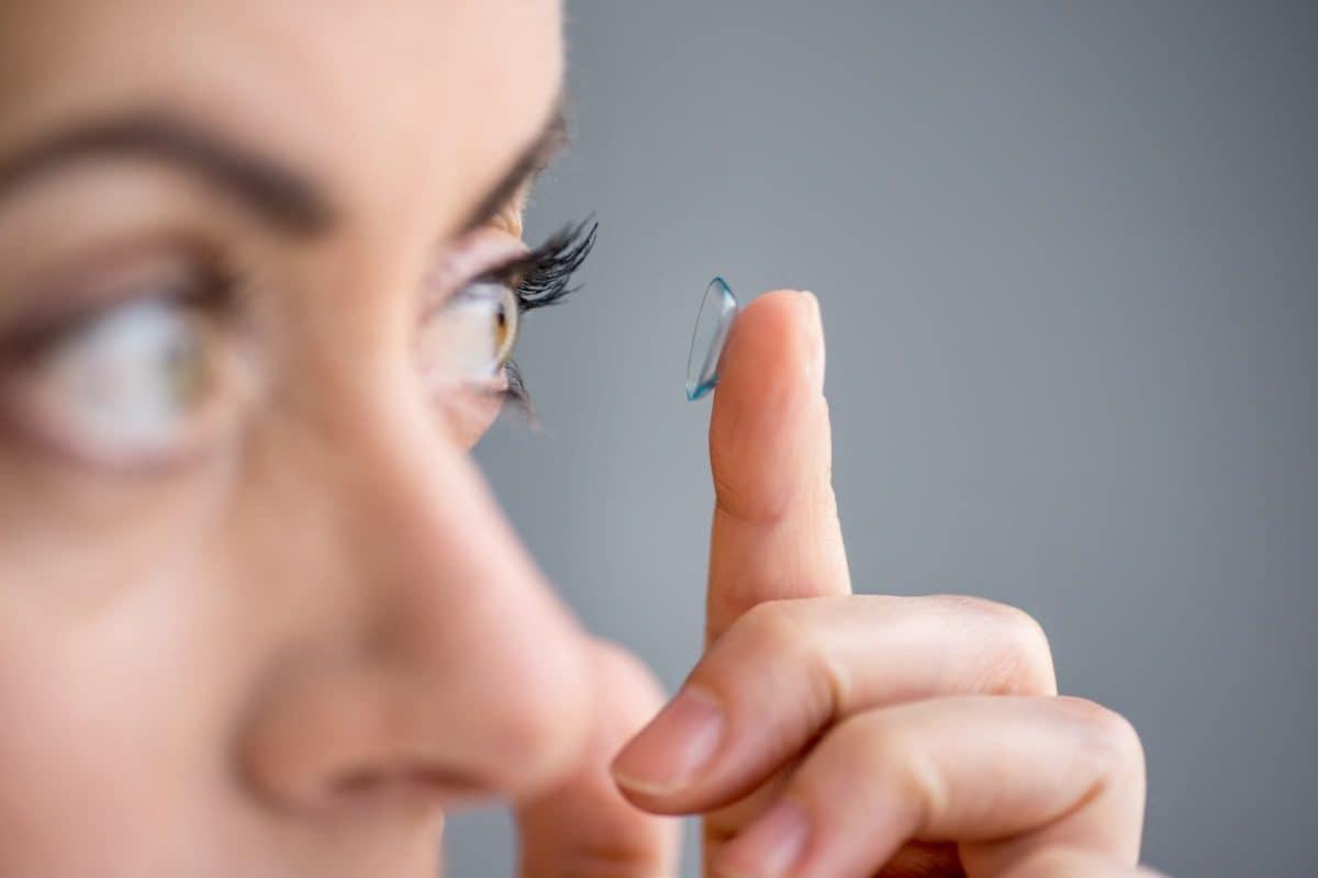 Weiche Kontaktlinsen Anwendung – Einsetzen rausnehmen